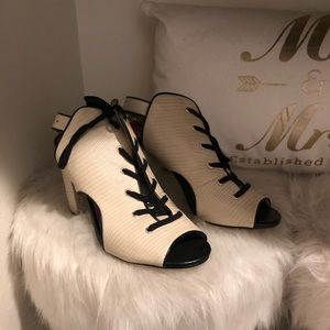 NWOT Juicy couture white and black block heels